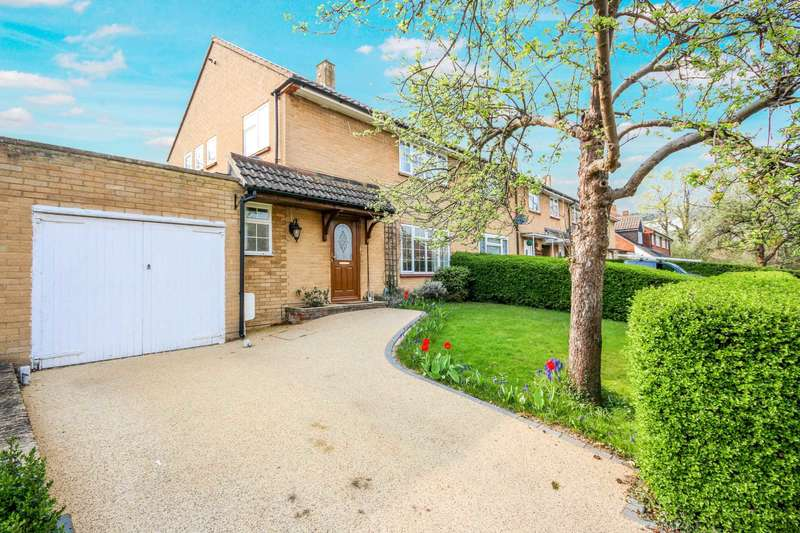 3 Bedrooms Semi Detached House for sale in Weycrofts, Bracknell