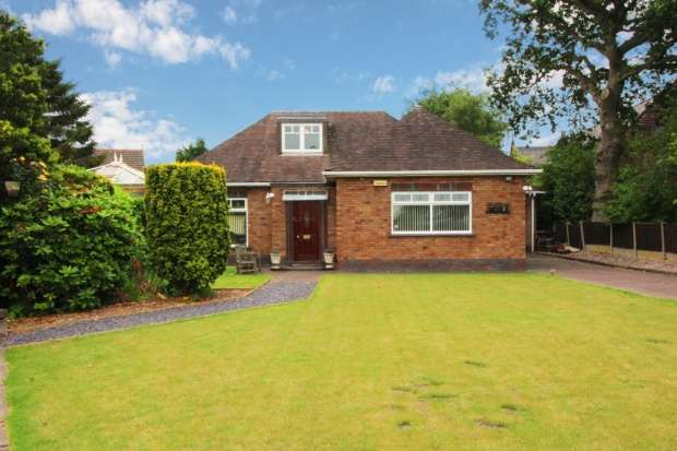 3 Bedrooms Detached Bungalow for sale in Hall Lane, Widnes, Cheshire, WA8 5DP