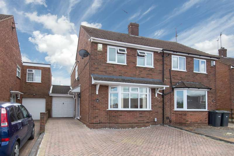 3 Bedrooms Semi Detached House for sale in Macaulay Road, Luton, Bedfordshire
