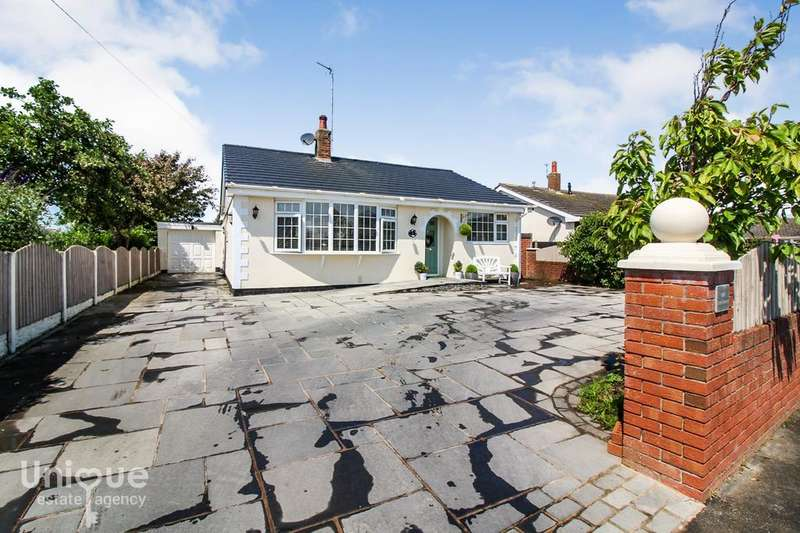 3 Bedrooms Bungalow for sale in Caton Avenue, Fleetwood, FY7