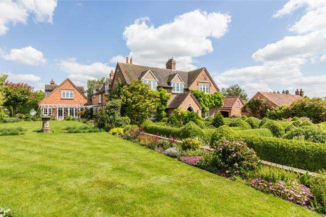 6 Bedrooms Country House Character Property for sale in Village House Village House Barn, Cotgrave Road, Owthorpe, Nottinghamshire NG12 3GE