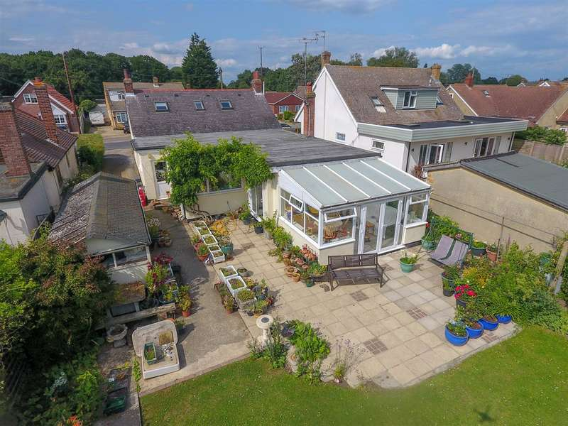 4 Bedrooms Detached House for sale in Holland Road, Little Clacton
