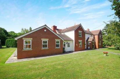 7 Bedrooms Detached House for sale in Coaley, Dursley, Gloucestershire