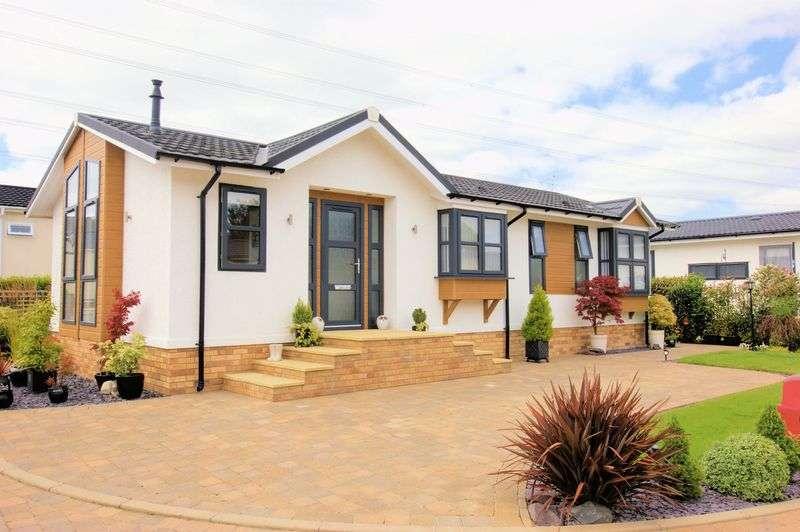 2 Bedrooms Property for sale in Wickham Court, Fareham