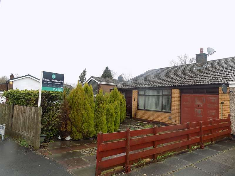 3 Bedrooms Semi Detached Bungalow for sale in Thornbury Avenue, Lowton, Warrington, WA3