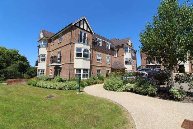 2 Bedrooms Retirement Property for sale in 2 Tudor Court, Liphook, Hampshire