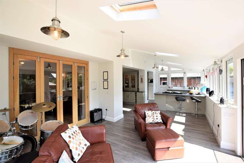 4 Bedrooms Detached House for sale in Heyhouses Lane, St Annes, Lytham St Annes, Lancashire, FY8 3RW