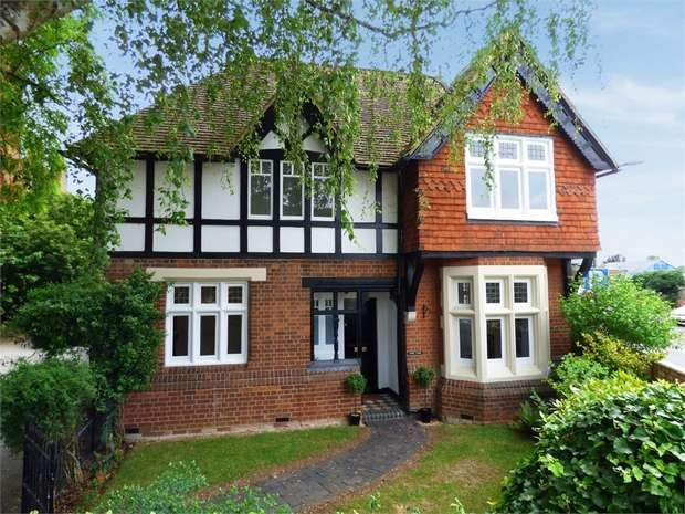 3 Bedrooms Detached House for sale in Silver Street, Newport Pagnell, Buckinghamshire