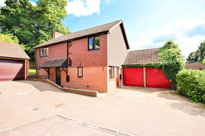 4 Bedrooms Detached House for sale in Grange Road, Bracknell