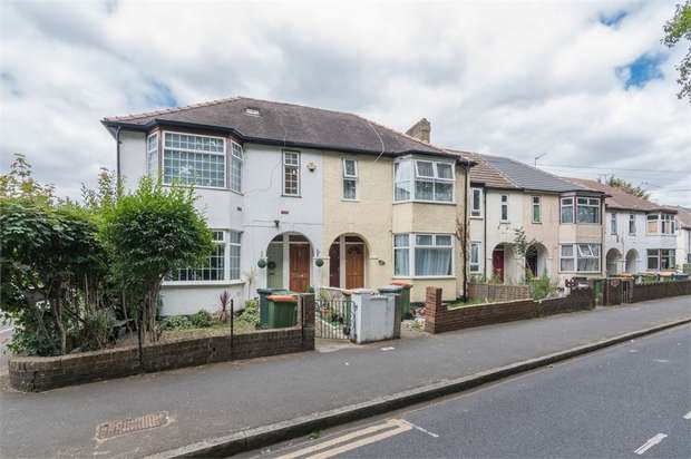 2 Bedrooms Flat for sale in Church Road, Manor Park, London