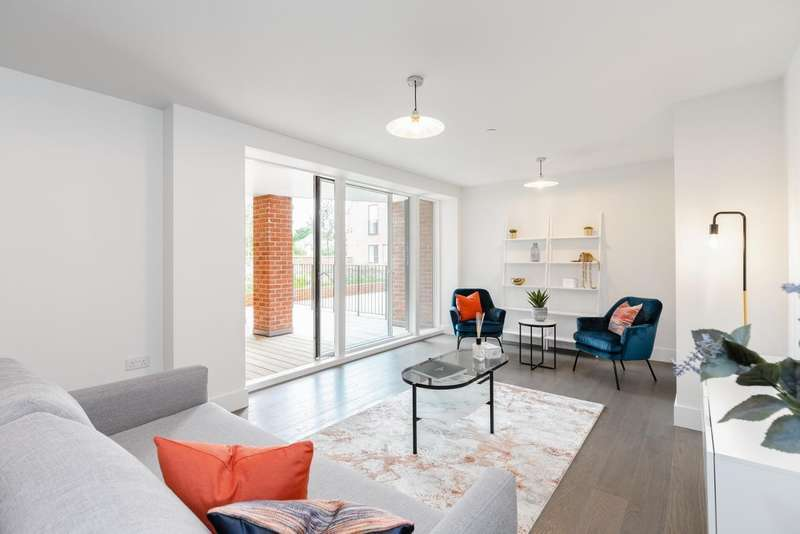 2 Bedrooms Flat for sale in Regent Place, Sycamore Road, Amersham, HP6