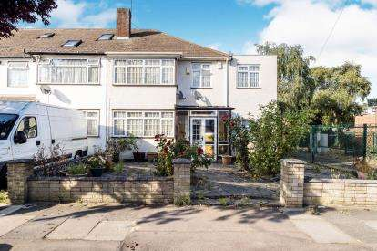 4 Bedrooms Semi Detached House for sale in Essex, United Kingdom
