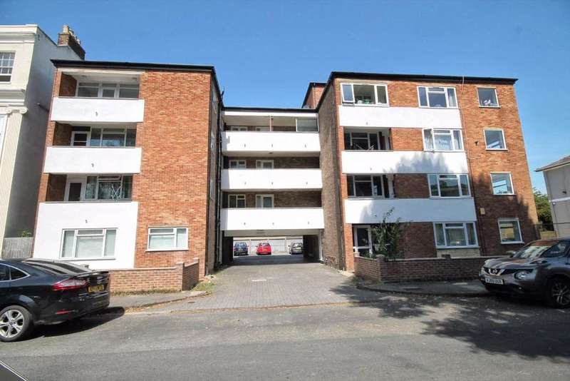 2 Bedrooms Flat for sale in Priory Street, Central, Cheltenham, GL52
