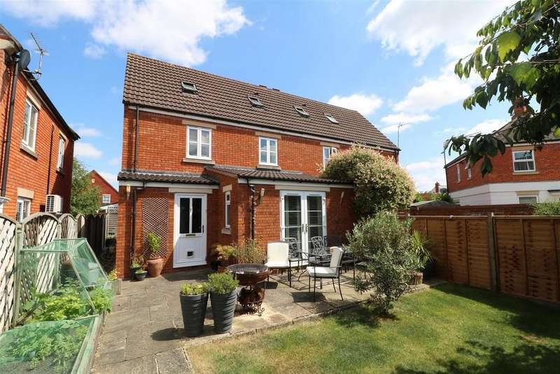 3 Bedrooms Semi Detached House for sale in Lime Road, Walton Cardiff, Tewkesbury