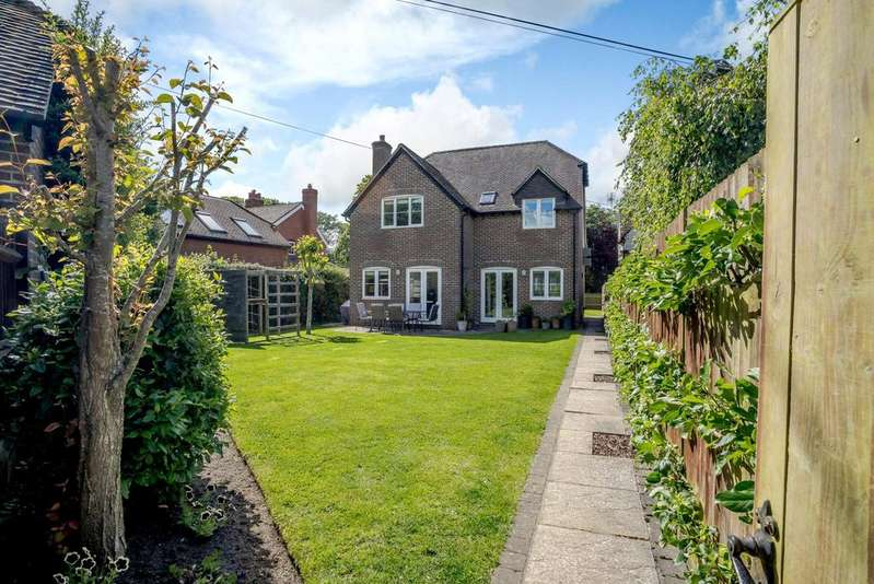 4 Bedrooms Detached House for sale in Harts Hill Road, Upper Bucklebury, Reading, Berkshire