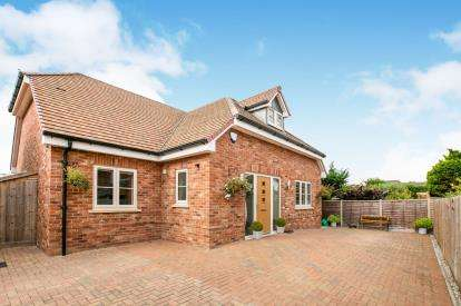 4 Bedrooms Detached House for sale in Newbury Lane, Silsoe, Beds, Bedfordshire