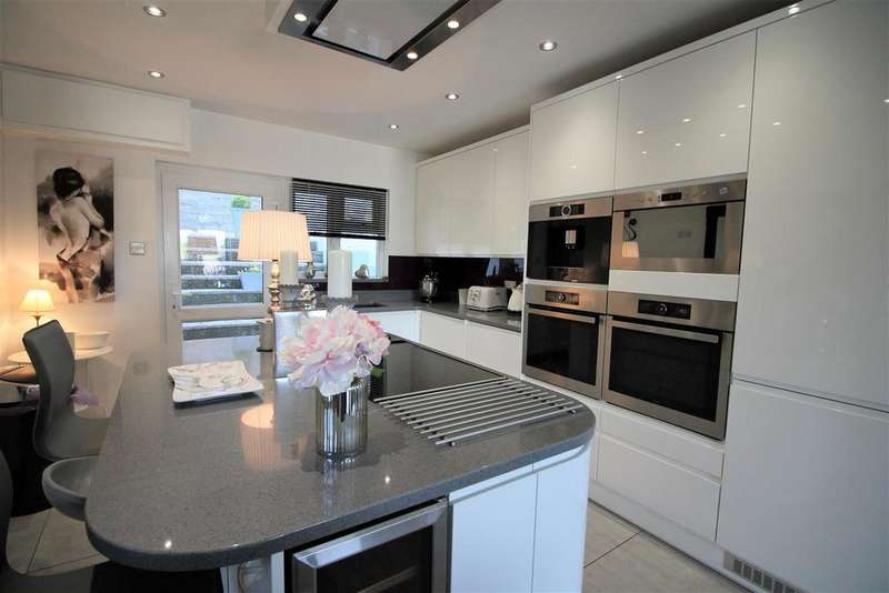 3 Bedrooms Detached House for sale in Hughes Crescent, Chepstow
