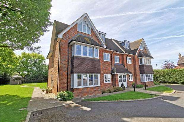 2 Bedrooms Apartment Flat for sale in Hudsons Court, Long Acre, Holmer Green