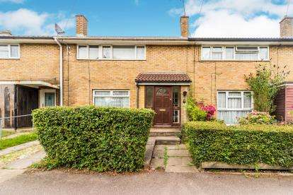 3 Bedrooms Terraced House for sale in Chells Way, Stevenage, Hertfordshire