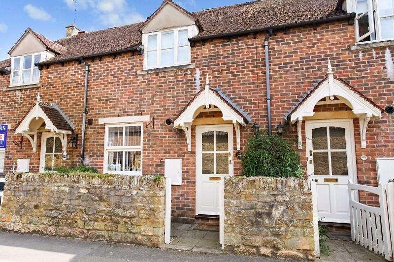 2 Bedrooms Terraced House for sale in Corders Lane, Moreton-in-Marsh, Gloucestershire. GL56 0BU