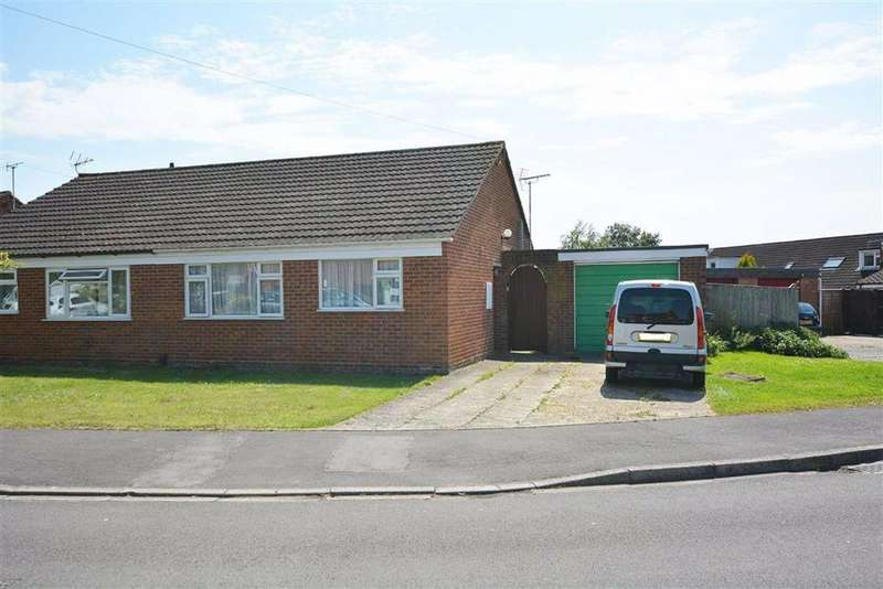 2 Bedrooms Bungalow for sale in Courtfield Road, Quedgeley
