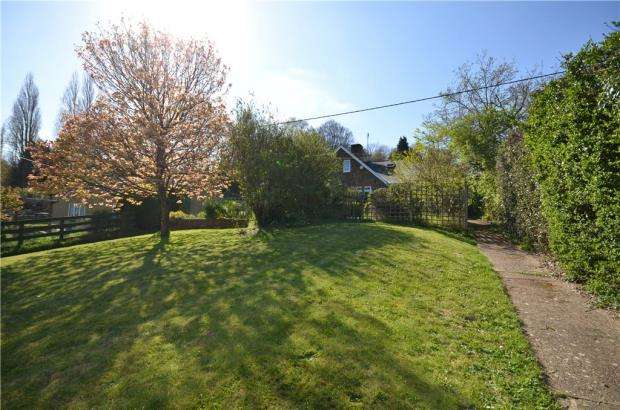 3 Bedrooms Semi Detached House for sale in Callow Hill, Virginia Water