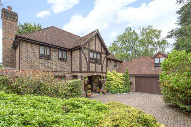 5 Bedrooms Detached House for sale in Snows Ride, Windlesham, Surrey