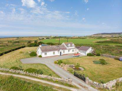 4 Bedrooms Detached House for sale in Penrhos Feilw, Holyhead, Sir Ynys Mon, LL65