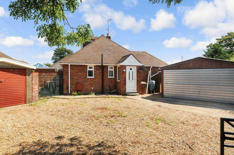3 Bedrooms Semi Detached Bungalow for sale in Grasmere Road, Luton