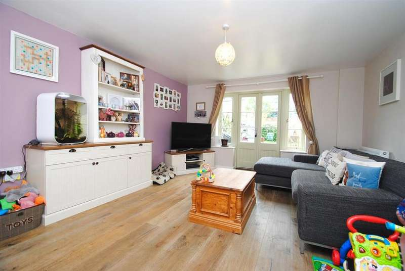 2 Bedrooms Terraced House for sale in Middle Mead, Cirencester