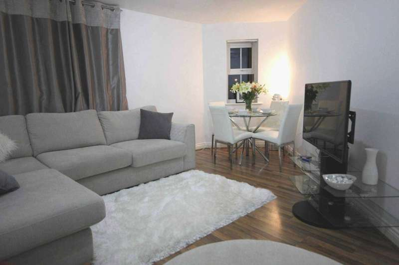 2 Bedrooms Apartment Flat for sale in Carrfield, Hyde