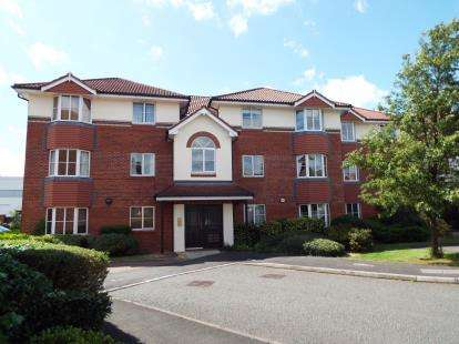 2 Bedrooms Flat for sale in Tiverton Drive, Wilmslow, Cheshire, .