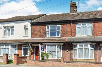 3 Bedrooms Terraced House for sale in Oliver Road, Bletchley, Milton Keynes, Buckinghamshire