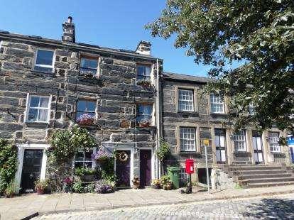 2 Bedrooms Terraced House for sale in Corn Hill, Pen Cei, Porthmadog, Gwynedd, LL49