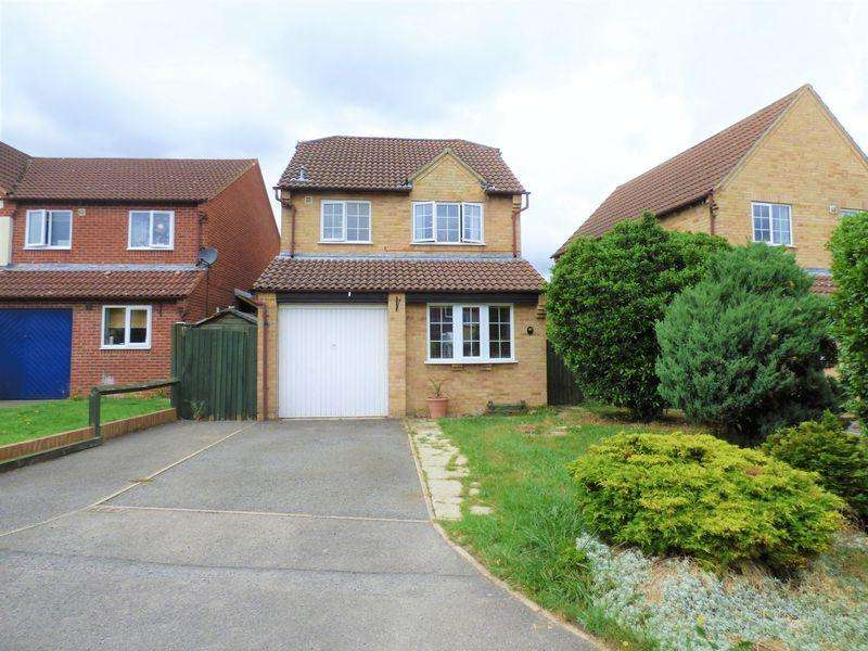 3 Bedrooms Detached House for sale in Sandpiper Close, Gloucester