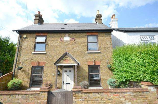 3 Bedrooms Detached House for sale in Eastfield Road, Burnham