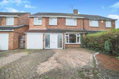 4 Bedrooms Semi Detached House for sale in Hadrian Avenue, Dunstable, Bedfordshire, England