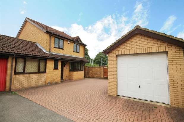 4 Bedrooms Detached House for sale in Mitford Close, Bedford