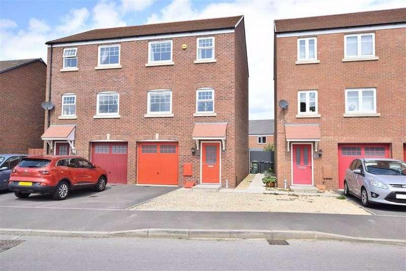 4 Bedrooms Town House for sale in Golden Arrow Way, Brockworth, Gloucester