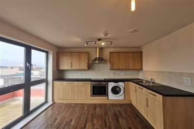 2 Bedrooms Flat for rent in Custom House, Wakefield