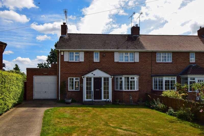 3 Bedrooms Semi Detached House for sale in Bayley Crescent, Burnham, SL1