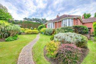 4 Bedrooms Bungalow for sale in Western Road, Newhaven, East Sussex, .