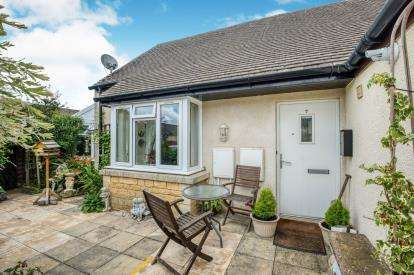 1 Bedroom Bungalow for sale in The Avenue, Bourton On Water, Cheltenham, Glos