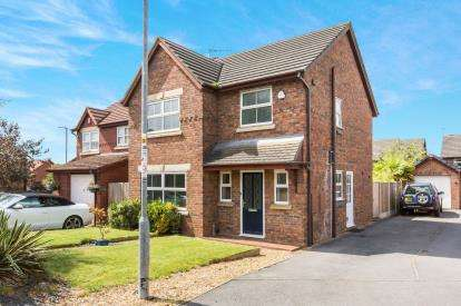 3 Bedrooms Detached House for sale in Patterdale Close, Crewe, Cheshire