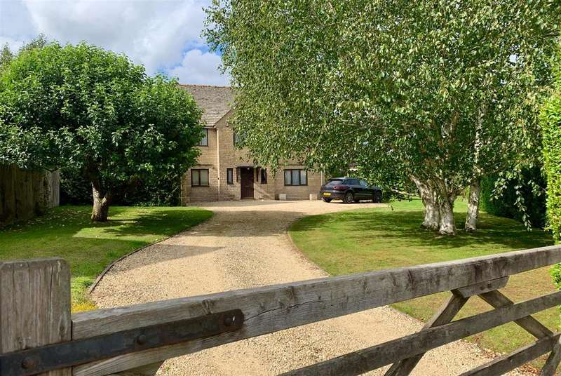 4 Bedrooms Detached House for sale in Ampney Crucis, Cirencester