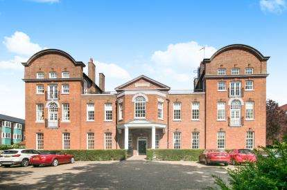 3 Bedrooms Flat for sale in Building, City Walls Road, Chester, Cheshire, CH1