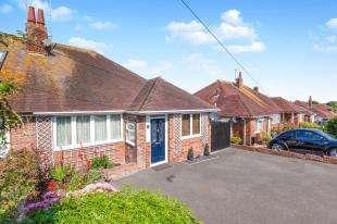 3 Bedrooms Bungalow for sale in Summerlands Road, Eastbourne, East Sussex