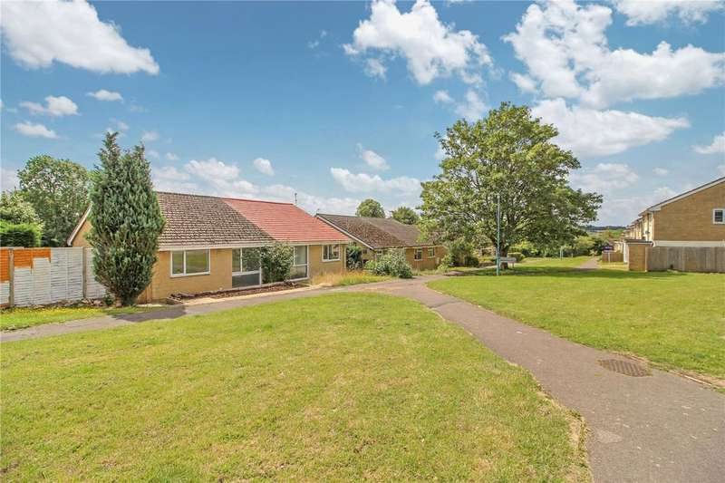 2 Bedrooms Bungalow for sale in Elphick Road, Cirencester, GL7