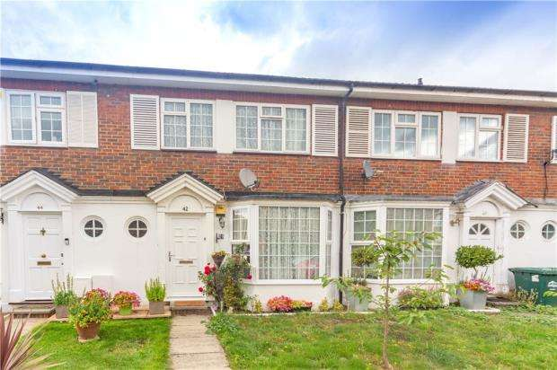 3 Bedrooms Terraced House for sale in Chestnut Manor Close, Staines-upon-Thames, Surrey