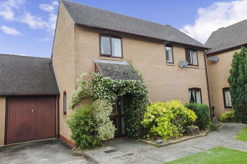 3 Bedrooms Detached House for sale in St. Peters Court, Moreton-in-Marsh, Gloucestershire. GL56 0ES